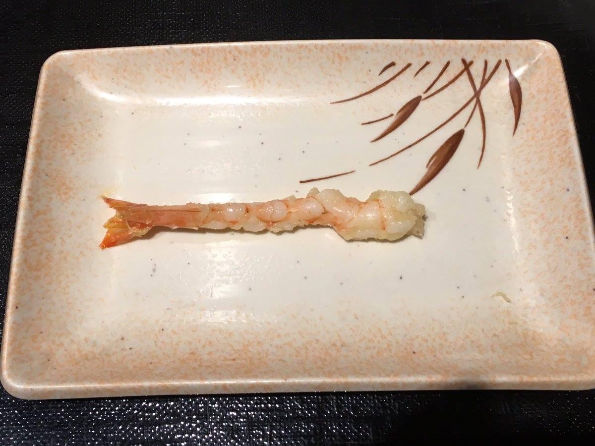 ▲▼最心酸對照圖,炸蝦裡面這麼小(圖/翻攝自推特,ichirowo)