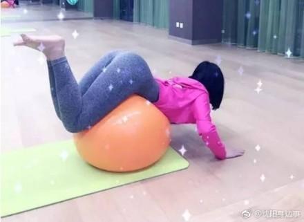 ▲▼19歲女主播丁字褲打敗50人!。(圖/翻攝自瀋陽身邊事、新浪陝西微博)