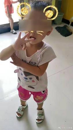 ▲▼河北省石家莊晉州市有一家非法幼稚園把2歲半女童遺忘在車裡,害對方窒息身亡。(圖/翻攝麻_豆腐醬微博)