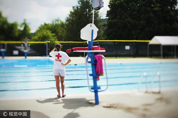 暑假,泳池,救生員,游泳(圖/視覺中國CFP)