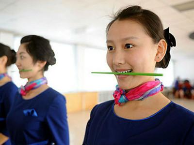 橫咬筷子練微笑!9技巧輕鬆點滿「低顏值者」的魅力值