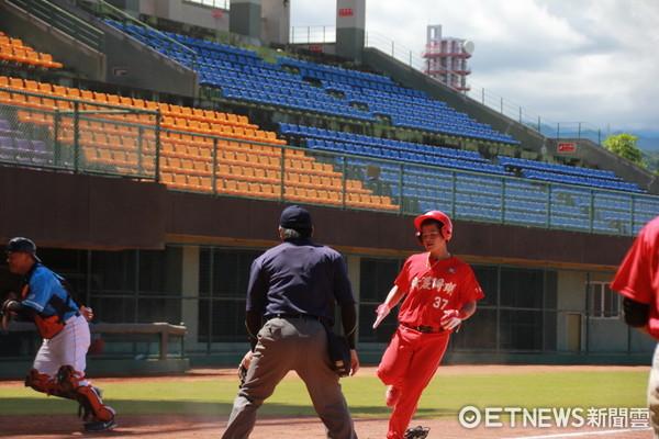 SUNNY東岸聯盟棒球邀請賽15日開打,首戰職棒OB對戰綺麗珊瑚。(圖/台東縣政府提供)