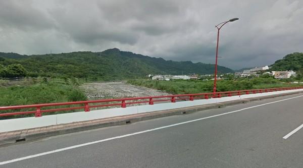 ▲▼幫同學撿拖鞋,國中生溺斃一江橋。(圖/翻攝Google Map)