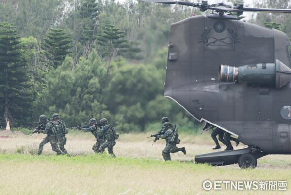 國軍「漢光33號」演習實兵演練,CH-47運輸直升機搭載特戰營突擊著陸(圖/記者季相儒攝)