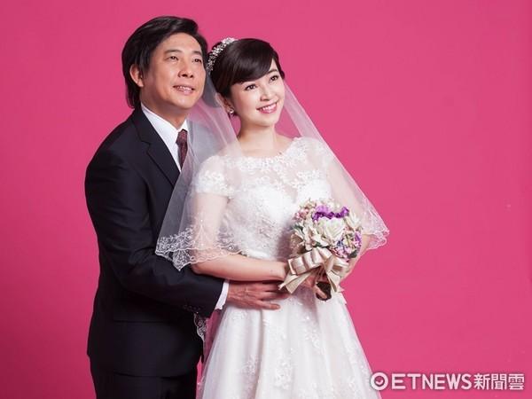 ▲屈中恆和蔡燦得婚紗照。(圖/全民大劇團提供)