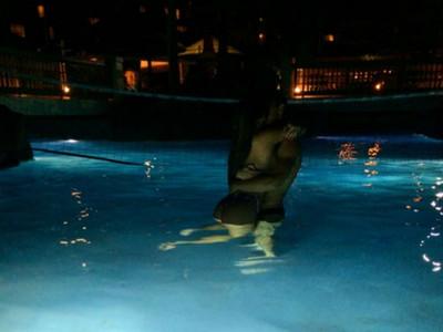 泳池派對只有「五女一男」 他以為賺…卻差點死在濕滑肉林