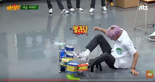 EXO上《認識的哥哥》。(圖/翻攝自Youtube/JTBC Entertainment)
