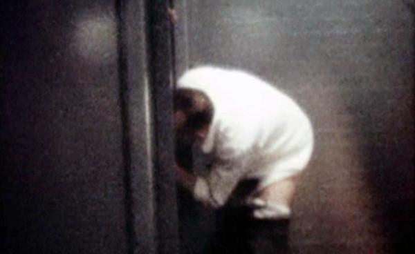 Twitch禁播遊戲《喝茶公廁》 小便男群眼神中尋找慾望(翻攝自Youtube/radiatoryang)