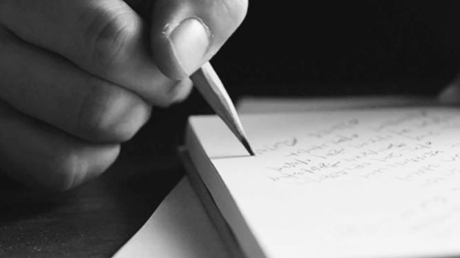 ▲▼用非慣用手寫名字可舒緩焦慮。(圖/翻攝自外網,Travel+)