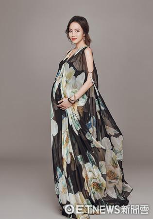 侯佩岑7月孕肚照。(圖/福隆提供)