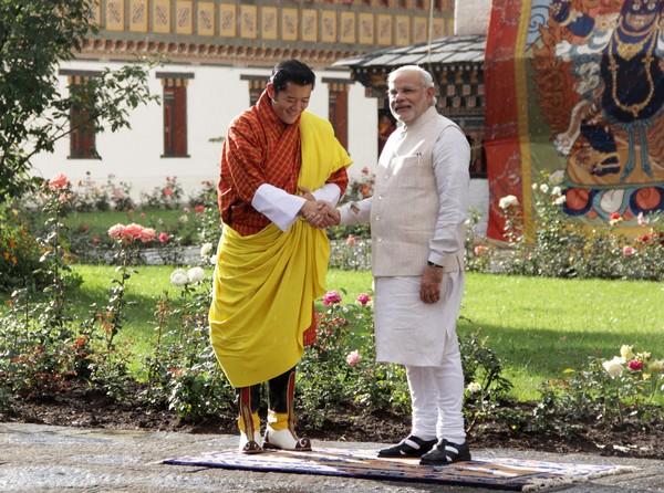 2014年6月15日,印度總理莫迪訪問不丹,與不丹國王旺楚克舉行會晤。此次訪問是莫迪出任總理以來首次出訪。(圖/視覺中國CFP)