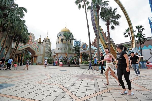 六福集團旗下最知名品牌莫過於六福村,至今仍在台灣樂園穩坐龍頭地位。