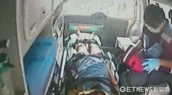 ▲台南市消防局出動救護車,火速馳抵現場,將重傷李女送醫急救。(圖/記者林悅翻攝)