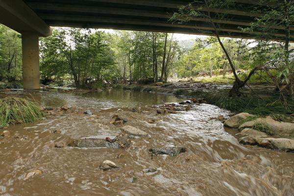 ▲亞利桑那暴雨釀山洪,一家14口戲水被沖走。(圖/達志影像/美聯社)