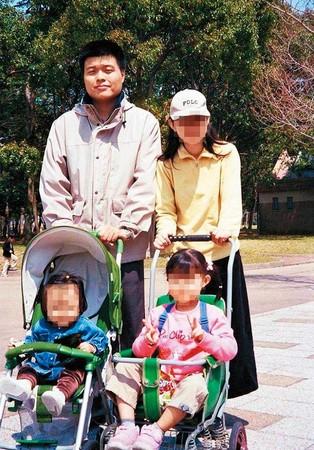邵勇維與日籍妻子育有2女,夫妻經常一起參加公益活動。(翻攝臉書)