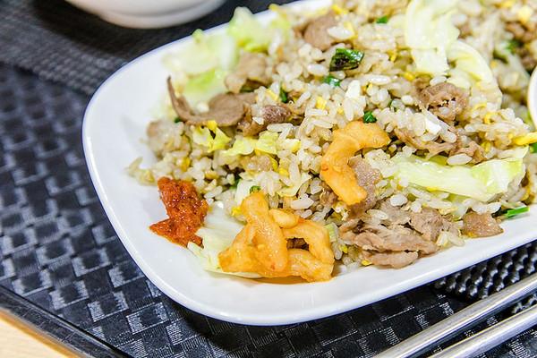 ▲台北西湖市場 楊家羊肉羹.炒飯.炒麵 。(圖/小虎食夢網)