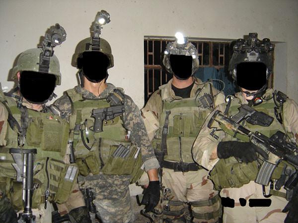▲▼有些圖片還包含了SAS成員,為了保護當事人,還會將臉塗黑當作「保護措施」。(圖/翻攝自《Elite UK Forces》網站)