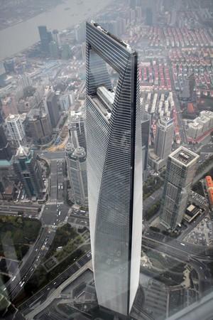 誠品原訂在2015年進駐圖中的上海中心52樓、53樓,成為全球地點最高書局的誠品,但因卡在消防問題,迄今無法開業。(東方IC)