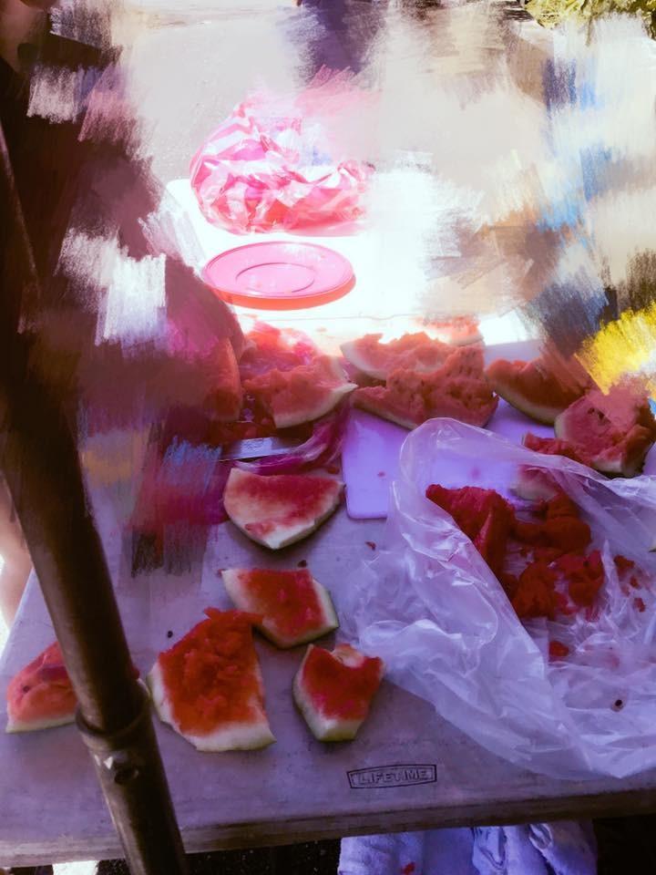 片場慰勞=戰爭!女星買點心拚場 現殺飛魚、高級芒果全上桌(圖/小檸檬供稿專用)