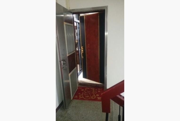 ▲▼房東隔間手法超狂,直接在陽台裝冷氣。(圖/翻攝自591租屋網)