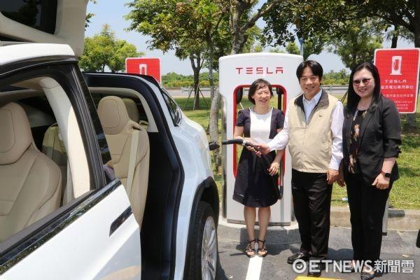 ▲全亚洲首座与博物馆结合的电动汽车充电站,20日于台南都会公园博物馆园区奇美馆启用。(图/市府提供)