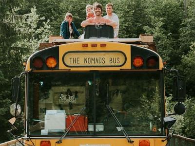 內建暖爐!巴士改裝→行動式旅館 載家人從西班牙玩到挪威
