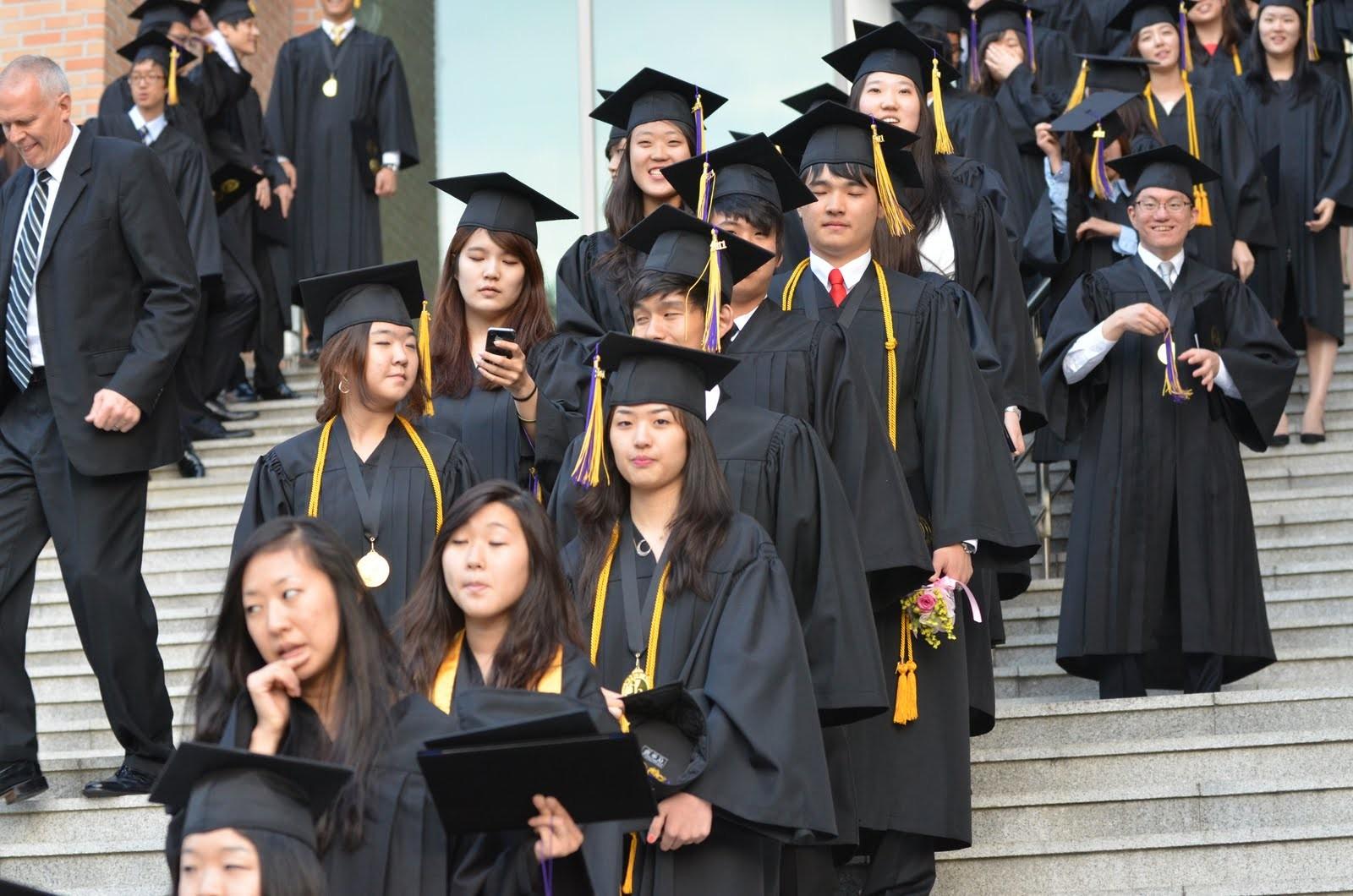 韓國大學生畢業後賴著不走…「應屆較有行情啊!」(圖/翻攝自網路)