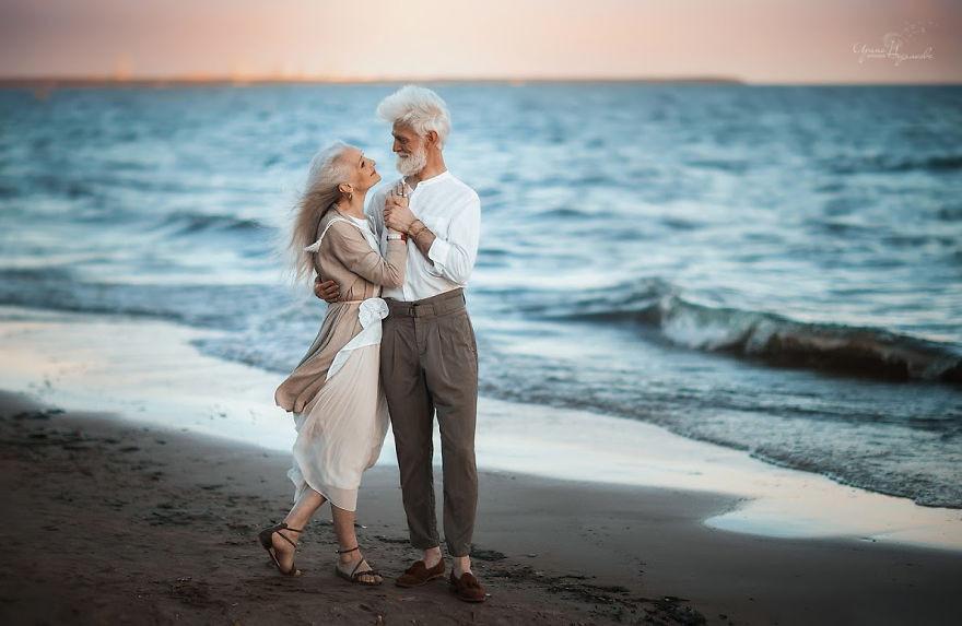 俄攝影師找阿公阿嬤當model,拍出全世界最美的愛情(圖/翻攝自網路)