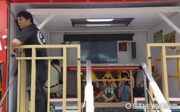▲新北消防第四大隊舉辦夏令營,讓國小學童們邊學邊玩。(圖/記者林煒傑翻攝)