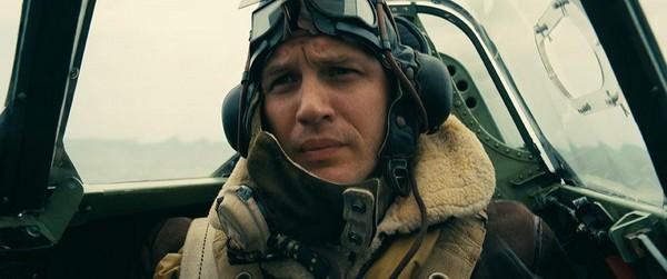 執行任務的英國戰機,飛行員戴著頭盔,根本看不出他是湯姆哈迪。