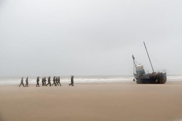 海灘縱然一望無際,對受困的軍隊而言,卻是個封閉空間。