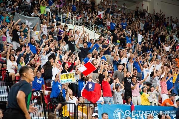 ▲▼瓊斯盃中華藍對南韓, 中華隊球迷。(圖/記者季相儒攝)