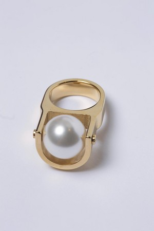 上海設計師品牌Alepoque珍珠戒指。 NT$4,900