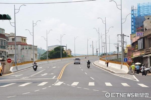 ▲五楊高架校前路交流道道路拓寬為雙向四線道。(圖/桃園市政府提供)