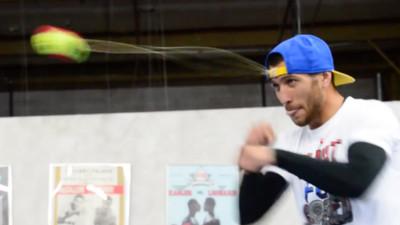 拳頭當球拍! 冠軍拳王靠「子彈級動態視力」虐打網球