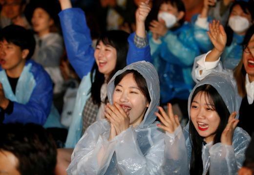 ▲▼ 南韓總統文在寅誓言「拼經濟」,還對富人增稅。(圖/路透社)
