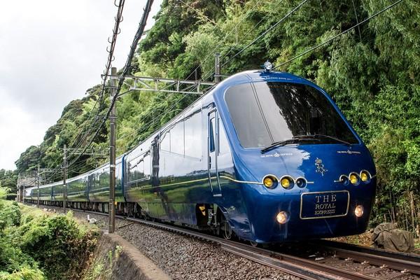 ▲橫濱伊豆豪華火車Roral Express。(圖/翻攝東急電鉄 Tokyu Corporation粉絲團)