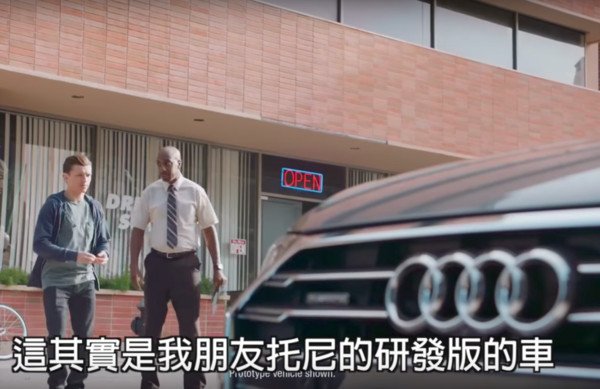 ▲蜘蛛人開「鋼鐵人的車」路考作弊 路邊停車不用手嚇壞教練(圖/翻攝自YouTube/這些創意超有梗)