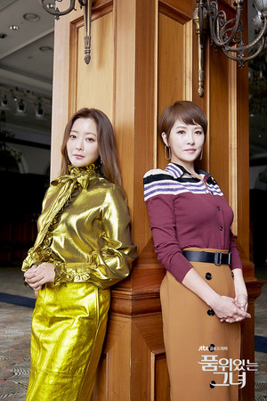 ▲金喜善與金宣兒主演的《有品味的她》在韓創下高收視。(圖/翻攝自有品味的她官網)
