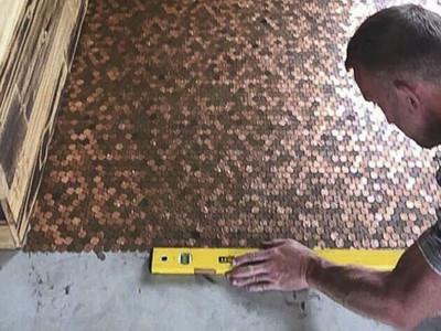 為夢想「砸錢」!7萬枚硬幣鋪地板 他拼出全城最酷髮廊