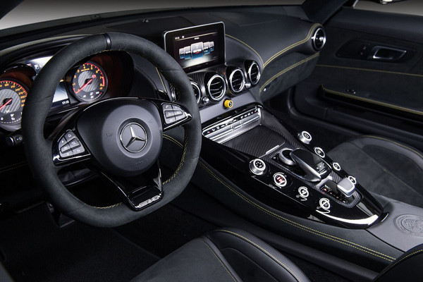 ▲1038萬買賓士超跑!AMG GT R綠色猛獸來襲 阿妹搶先賞車。(圖/業者Mercedes-Benz提供)