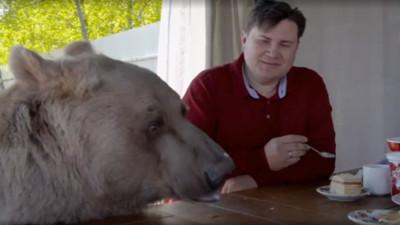狂!350公斤熊當家人 精通「熊語言」戰鬥民族:天天陪我們吃飯