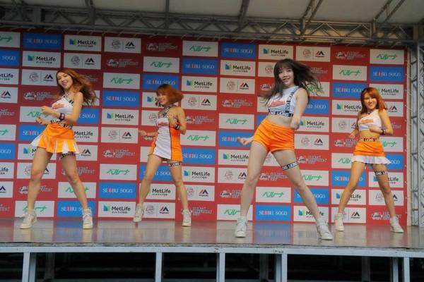 ▲統一獅隊萊恩及Uni Girls蒞臨埼玉西武獅主場擔任迎賓嘉賓。(圖/統一球團提供)