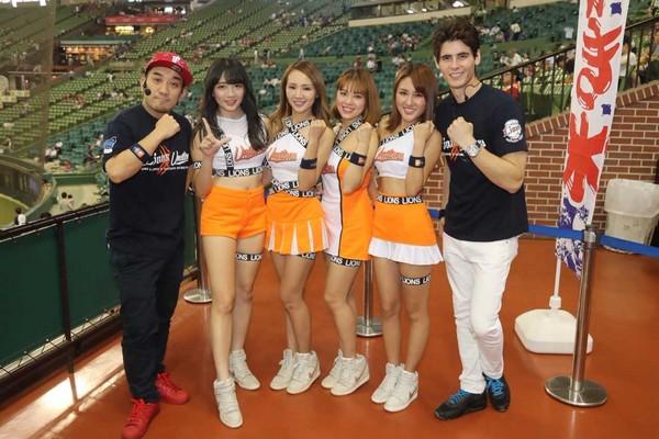 ▲統一獅Uni Girls女孩賽前LIVE DJ TIME活潑逗趣模樣登上球場大螢幕。(圖/統一球團提供)