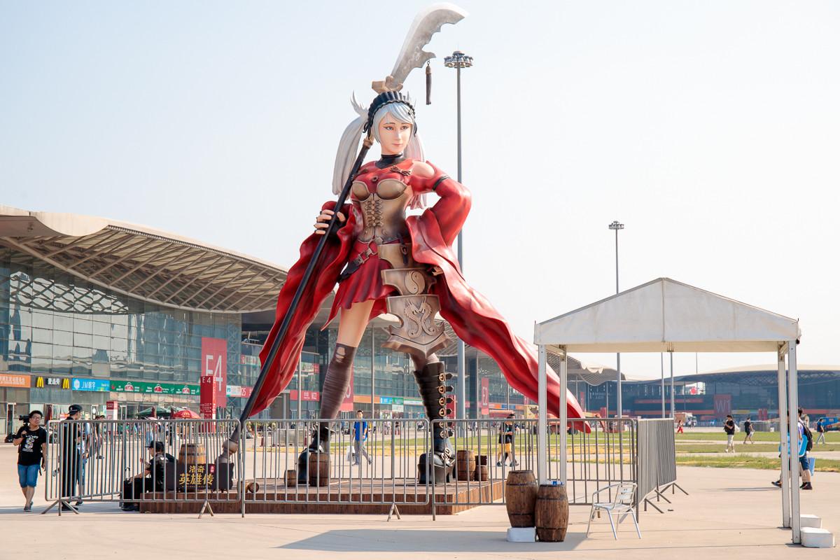 中國 China Joy 洛奇英雄傳女邪神像。(圖/記者莊友直攝)
