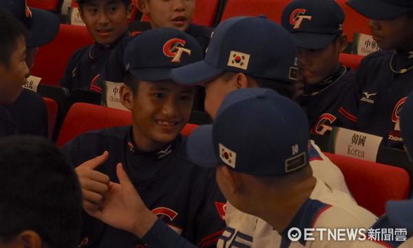 ▲u12中華隊簡煜恩和韓國隊完成一片。(圖/記者顏如玉攝)