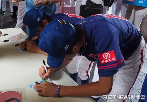 ▲u12中華隊少棒寫拍立得夢想。(圖/記者顏如玉攝)