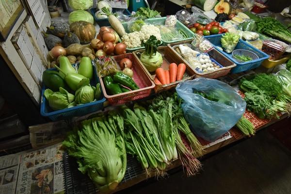 ▲▼傳統市場,攤販,青菜水果,蔬果價格,葉菜類,菜價。(圖/記者李毓康攝)