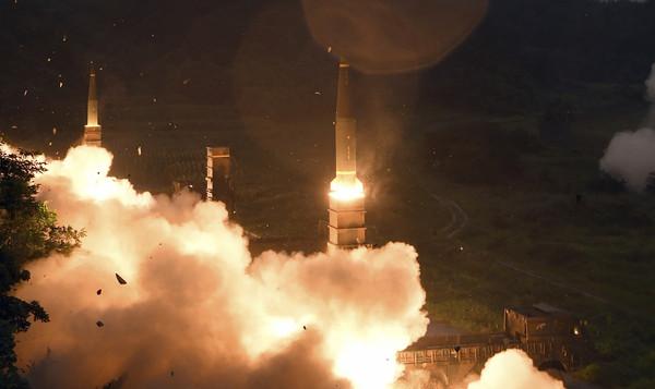 ▲▼北韓於28日晚間11時成功發射「火星-14」洲際彈道飛彈。(圖/達志影像/美聯社)