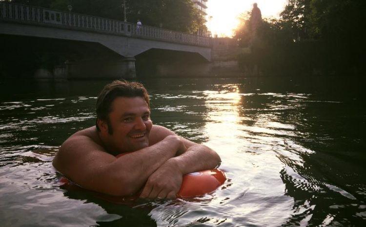 每天「游兩公里」上班!慕尼黑男得意:我比開車同事還早到(翻攝自Benjamin David/Facebook)